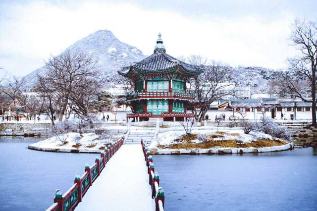Tour đi du lịch Hàn Quốc trong tháng 12 - Cung điện